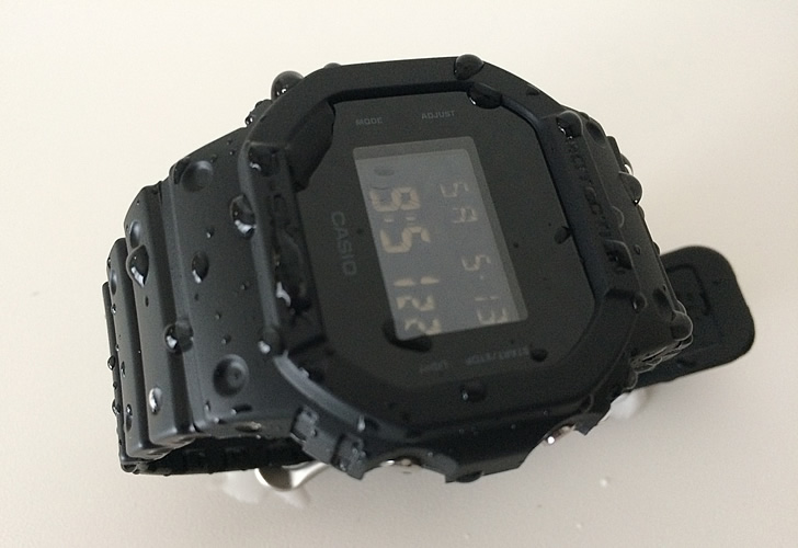 水に濡れたdw-5600bb-1jf(G-SHOCK)