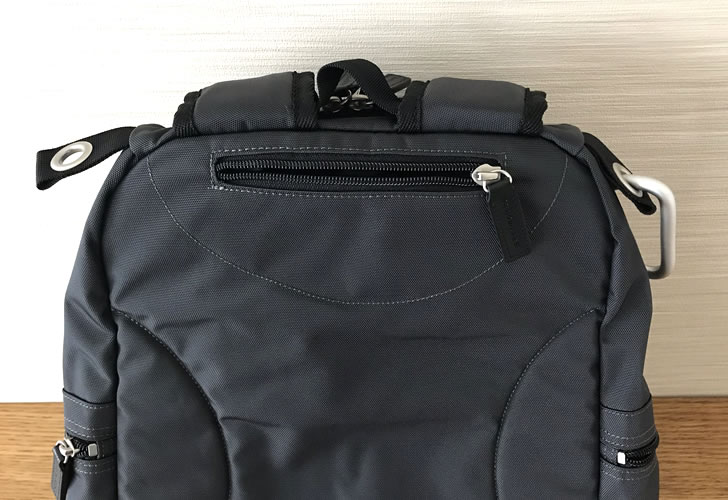 マリメッコリュックBUDDYの背面ポケット